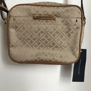 NWT Tommy Hilfiger Beige Crossbody Camera Bag
